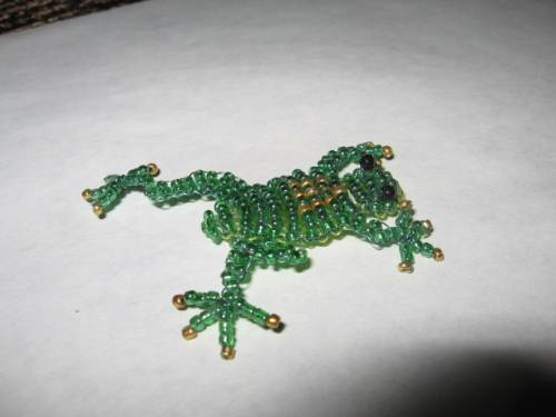 лягушки из бисера - Домашние растения.